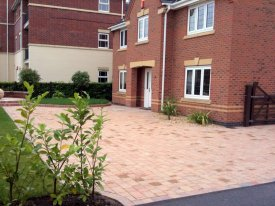 AFTER MARSHALLS DRIVESETT IN NATRALE ADD CHARACTER, STYLE AND CLASS TO THIS SPACIOUS DRIVEWAY. WARRINGTON