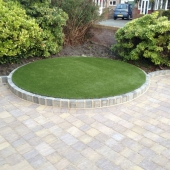 marshalls-tegula-autumn-with-drivesett-kerb-pennant-grey-artificial-turf-2