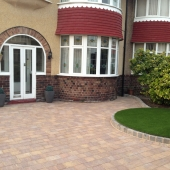 marshalls-tegula-autumn-with-drivesett-kerb-pennant-grey-artificial-turf